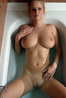Nice tits in bathtube