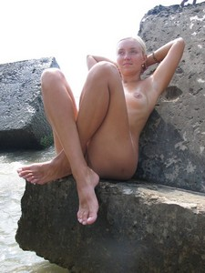 Mature wife posing naked on the beach
