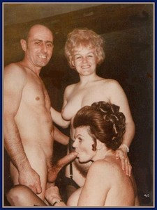 Retro amateur sex picture: two swinger wives sucking big husband's cock