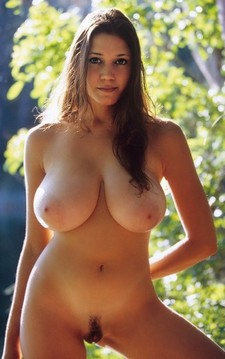 Huge natural breasts on natural babe!!!