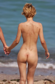 HOT beach nudist & her BF.
