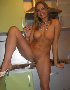 Blondie with shot glass nude.