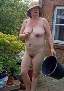 This old UK housewife naked