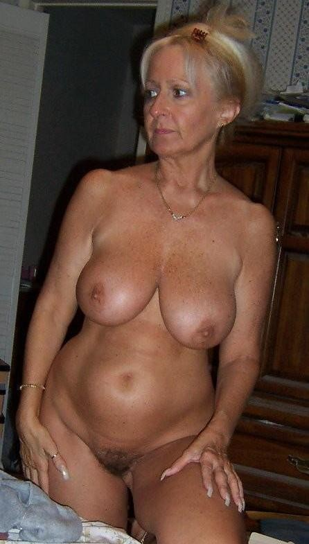 nude chubby blonde mom